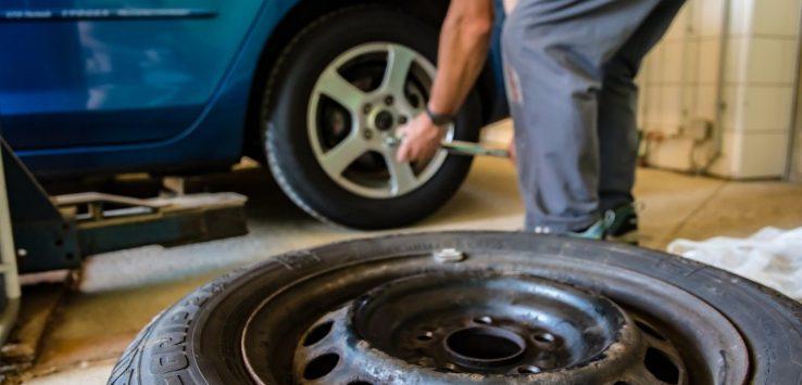 come montare e smontare gli pneumatici auto